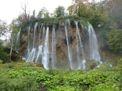 Plitvice_more_waterfalls.jpg