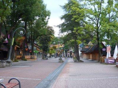 Zakopane_main_street.jpg