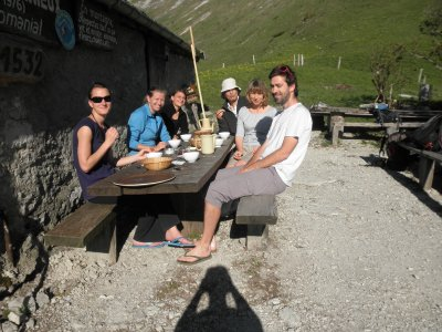 Breakfast at refuge Larrieux with 2 nice couples