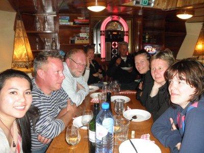 Yiwan, Michel, Leo, het glas van Melanie, Joost, Jan, Marie-Jose, Ilse, Jenny