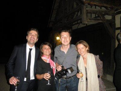 Le photograph est pris en photos avec Aurélien, Georgia et Milou.