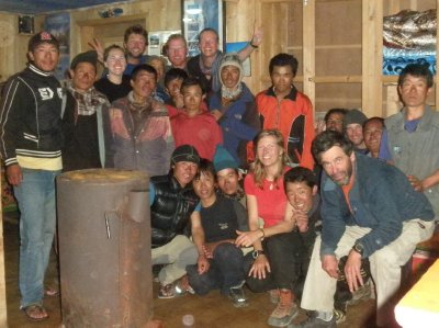 Group picture: 7 clients, 1 sirdar (guide), 2 climbing sherpas, 4 kitchen staff and 8 porters