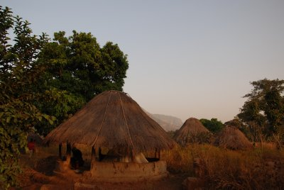 our 'hotel': fula hut. We discovered that sleeping in the open might seem nice but is rather freezing! 10 degrees