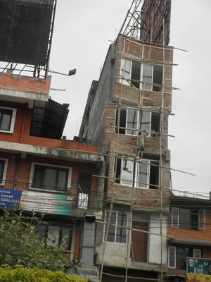 Safety at construction work is a bit different in Nepal from NL: just balance on a bamboo and do your job...