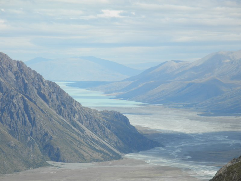 Ball pass crossing: view at the Lake Pukaki when we are walking towards caroline hut (1800m)