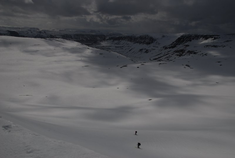 The play of the clouds, the fjords, the snow, the company, the surroundings: just perfect