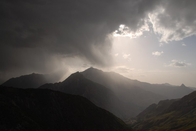 Seeing the rain going through the mountains from Laudan Pass (2860)