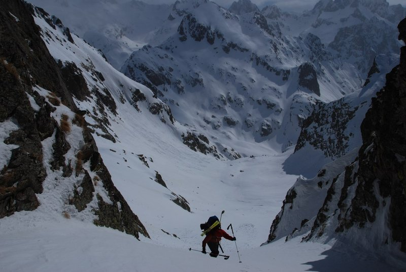 walking up the last part towards the pas du Mt Colomb (2548m). It is too steep too skitour so we put the skis on the back