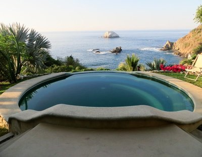 Pool at Heven overlooking the sea