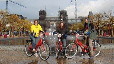 Erin Megan Kat bikes Amsterdam