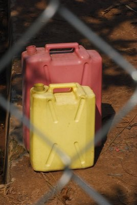 Jerry can queue