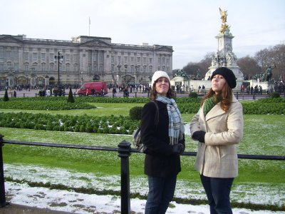 Acting like Royalty in fron of Buckingham Palace