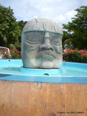 olmeca statue