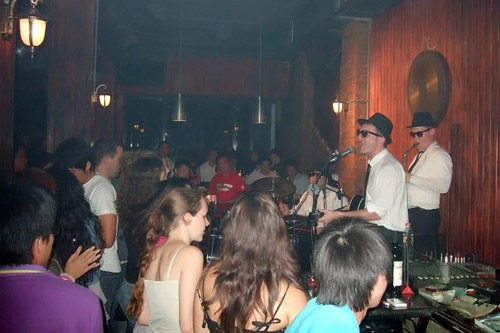 The Blues Brothers live in Guilin (le Feitz)