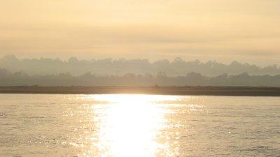 Sonne auf Fluss