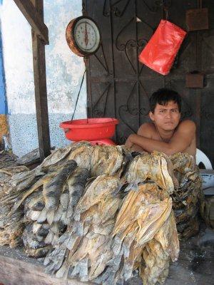 Trockenfischverkaeufer