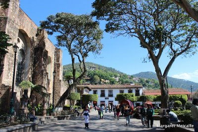 Shady main square in Valle de Bravo