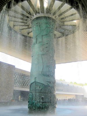 Central column with fountain