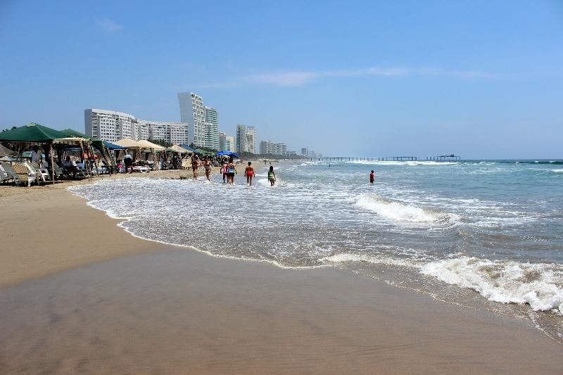 Playa Revolcadero, Acapulco
