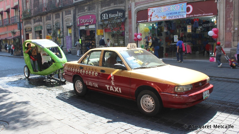 Two types of taxis in Mexico City