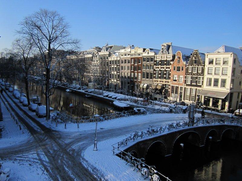 De Herengracht in de sneeuw