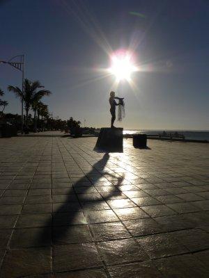Standing Man Statue, La Paz