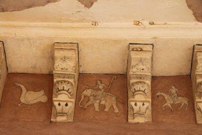 Detalles bonitos en la pared cerca del techo
