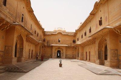 El patio de Nahargarh Fort (El Fuerte del Tigre)