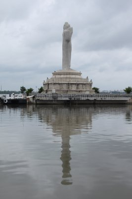 The sunken Buda is standing tall