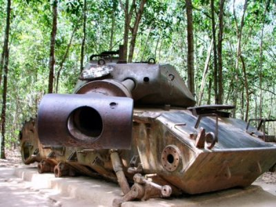 2083774-Tank--Cu-Chi-Tunnels-1