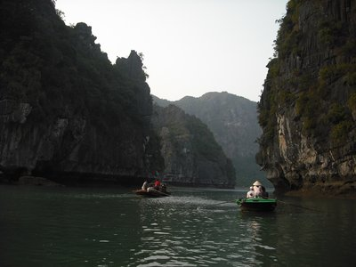 Sampans, Halong Bay