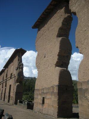 Raqchi ruins - 15m tall