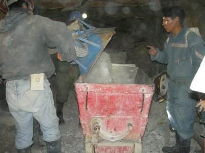 Potosi - Mine Tour - 50kg wheel barrows into the little train