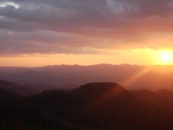 Sunset over the mountains, mae la noi
