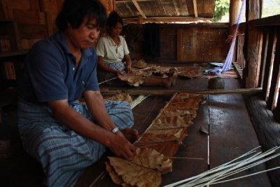 Making teak leaf roof