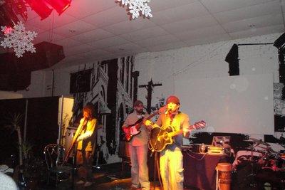 Band at Putnam Den