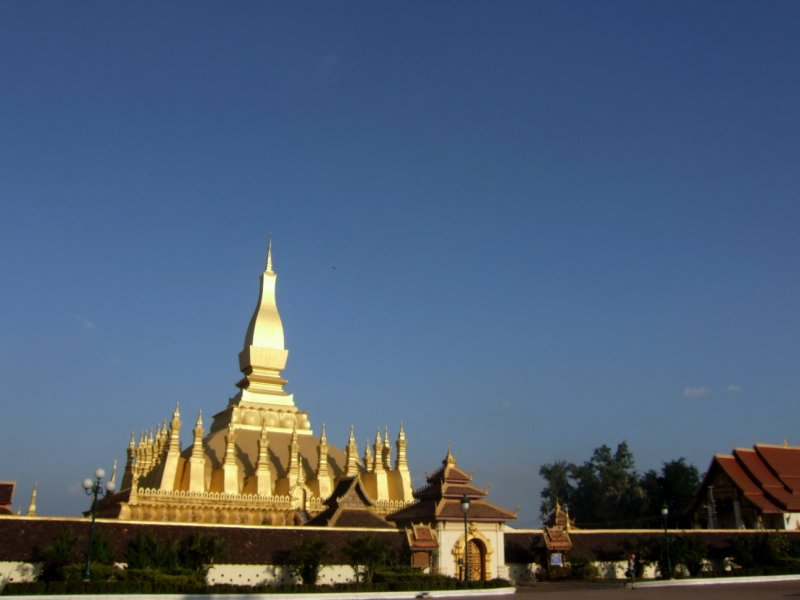 Afternoon Wat That Luang