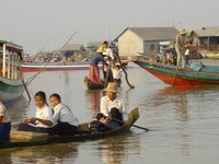 Tonle Sap Lake - Children on their way to school