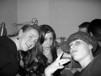 Meladi, Jennifer, Paige chillin