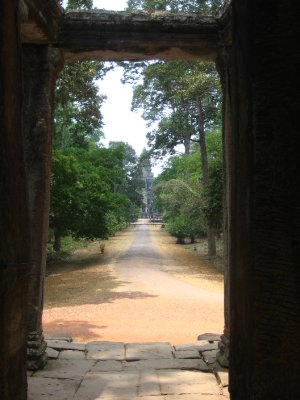 Looking through to the main part of Angkor Wat