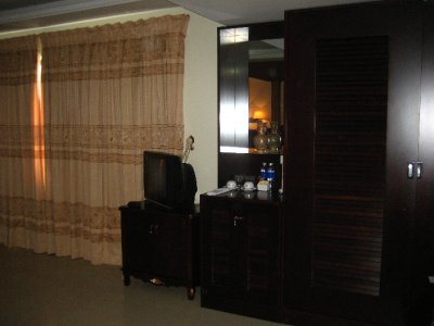 Upgraded Suite - Tv and fridge