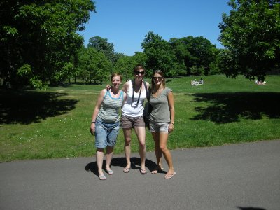 Sara, Lucy and Sarah in Greenwich