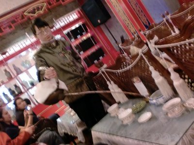 tea server at sichuan opera