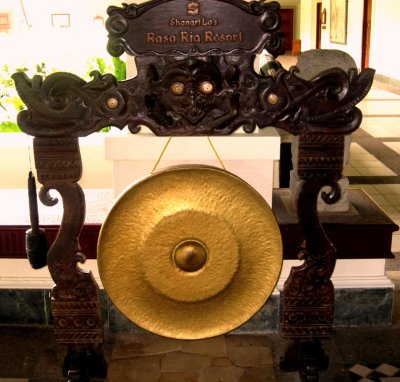 The welcome gong! They love their gongs in Borneo
