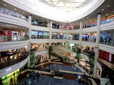 Robinson shopping mall, malate