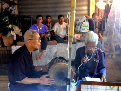 sweet buskers in chiang mai market