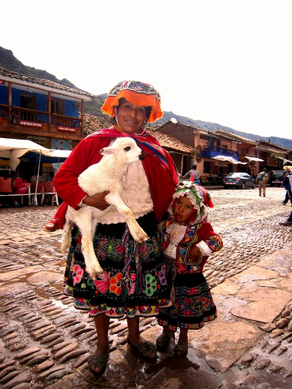 Meeting the locals in Pisac (another 2 soles!)