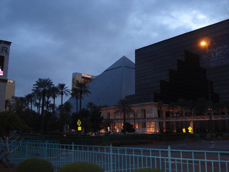 Luxor Pyramid Hotel