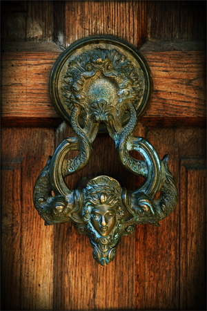 Doorknocker to Bran Castle