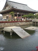 JP-osaka-s..-temple.jpg